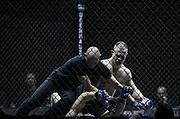 Kampfsport: MMA, We love MMA, Oberhausen, 31.01.2015<br /> Christian Skorzik (JKD Akademie NRW, oben) - Daniel Duecker (Fight Center Siegen), Ringrichter<br /> © Torsten Helmke