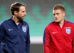 England interim manager Gareth Southgate talks to Jaimie Vardy of England - Mandatory by-line: Robbie Stephenson/JMP - 10/10/2016 - FOOTBALL - SRC Stozice - Ljubljana, England - England Press Conference