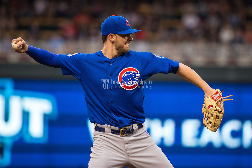 MINNEAPOLIS, MN- JUNE 19: Kris Bryant #17 of the Chicago Cubs throws against the Minnesota Twins on June 19, 2015 at Target Field in Minneapolis, Minnesota. The Twins defeated the Cubs 7-2. (Photo by Brace Hemmelgarn) *** Local Caption *** Kris Bryant