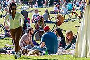 ROTTERDAM - Drukte in een park vroesepark ivm met het mooie weer ROBIN UTRECHT blijf thuis geen groe
