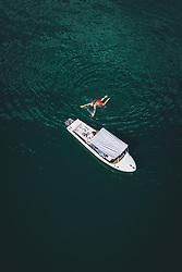 THEMENBILD - Menschen kühlen sich im Wasser des Zeller Sees ab, aufgenommen am 28. Juli 2020 in Zell am See, Österreich // People cool down in the water of the Zeller Lake, Zell am See, Austria on 2020/07/28. EXPA Pictures © 2020, PhotoCredit: EXPA/ JFK