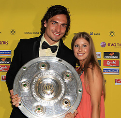 14.05.2011, U-Haus, Dortmund, GER, 1.FBL, Borussia Dortmund Meisterbankett im Bild Mats Hummels  mit  Freundin Catherine und Meisterschale . //   German 1.Liga Football ,  Borussia Dortmund Championscelebration, Dortmund, 14/05/2011 . EXPA Pictures © 2011, PhotoCredit: EXPA/ nph/  Conny Kurth       ****** out of GER / SWE / CRO  / BEL ******