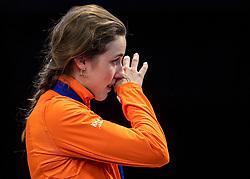 13-01-2019 NED: ISU European Short Track Championships 2019 day 3, Dordrecht<br /> Tranen voor Sjinkie tijdens volkslied Suzanne Schulting #24 NED<br /> Tears for Sjinkie during National anthem Suzanne Schulting #24 NED