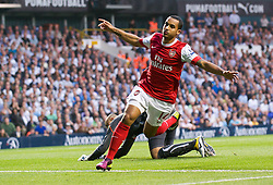 20.04.2011, White Hart Lane, London, ENG, PL, Totthenham Hotspurs vs Arsenal FC, im Bild Arsenal's Theo Walcott celebrates scoring the first goal against Tottenham Hotspur during the Premiership match at White Hart Lane, EXPA Pictures © 2011, PhotoCredit: EXPA/ Propaganda/ D. Rawcliffe *** ATTENTION *** UK OUT!