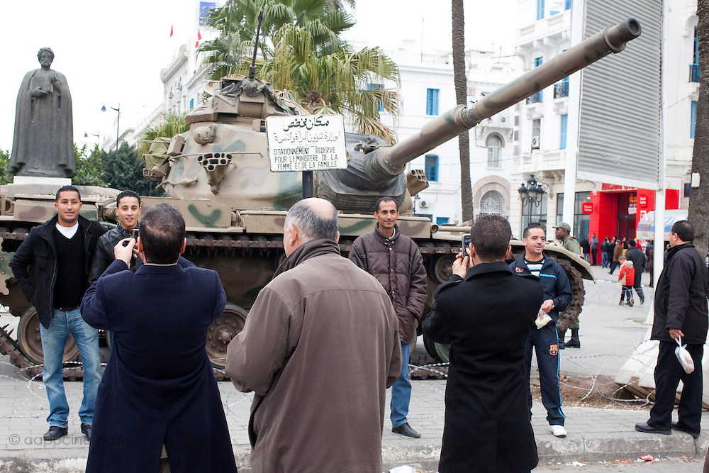 Tunis, Tunisia. January 25th 2011.People ask to be photographed in front of tanks on Avenue Bourguiba.....