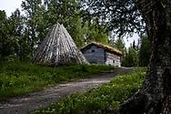 VILDMARKSVÄGEN JULI 2020<br /> Byggnader i Fatmomakke. På området finns närmare 80 kåtor och 20 byggnader. Många är privatägda.<br /> Foto: Per Danielsson/Projekt.P