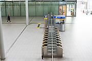 Een uitgestorven Utrecht Centraal om kwart over 9 's ochtends.