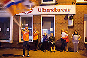 In de Utrechtse wijk Ondiep wordt feest gevierd na de overwinning van Nederland tegen Spanje op het WK.<br /> <br /> In the Utrecht district Ondiep people celebrate the victory of the Dutch team on Spain at the WC soccer.