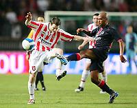 Fotball<br /> Frankrike / Irland<br /> Foto: Dppi/Digitalsport<br /> NORWAY ONLY<br /> <br /> FOOTBALL - UEFA CUP 2006/2007 - 1ST ROUND - 2ND LEG - PARIS SAINT GERMAIN v DERRY CITY FC - 28/09/2006<br /> <br /> PAULO CESAR (PSG) / BARRY MOLLOY (DER)