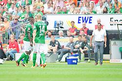 """28.07.2013, Weserstadion, Bremen, GER, 1.FBL, """"Tag der Fans 2013"""" des SV Werder Bremen, Testspiel SV Werder Bremen vs Fulham FC, im Bild Eljero Elia (SV Werder Bremen #11) und Dimitar Berbatov (Fulham FC #9) geraten aneinander, beide sehen die Gelbe Karte, Robin Dutt (Cheftrainer SV Werder Bremen) schreiend an der Seitenlinie // during the """"Tag der Fans 2013"""" of the German Bundesliga Club SV Werder Bremen at the Weserstadion, Bremen, Germany on 2013/07/28. EXPA Pictures © 2013, PhotoCredit EXPA Andreas Gumz ***** ATTENTION - OUT OF GER *****"""