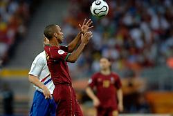 25-06-2006 VOETBAL: FIFA WORLD CUP: NEDERLAND - PORTUGAL: NURNBERG<br /> Oranje verliest in een beladen duel met 1-0 van Portugal en is uitgeschakeld / COSTINHA krijgt ook rood<br /> ©2006-WWW.FOTOHOOGENDOORN.NL