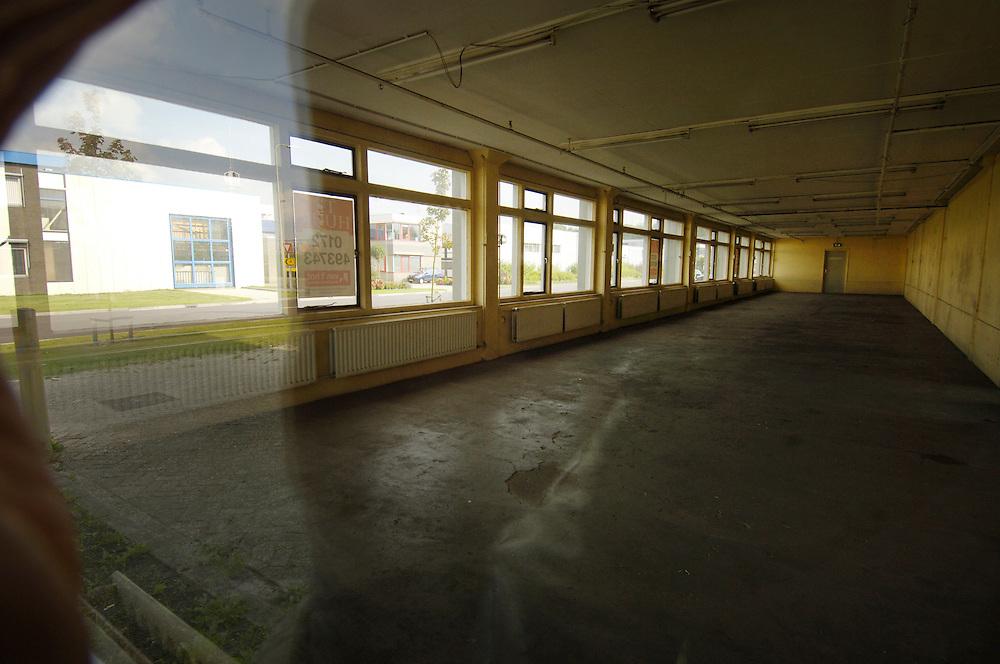 Nederland,  Alphen ad Rijn, 20 sept 2005..Industriegebied, bedrijventerrein .te huur staande kantoorpanden en bedrijfspanden...Foto (c) Michiel Wijnbergh