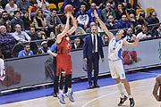 DESCRIZIONE : Eurocup 2015-2016 Last 32 Group N Dinamo Banco di Sardegna Sassari - Cai Zaragoza<br /> GIOCATORE : Jordan Swing<br /> CATEGORIA : Tiro Tre Punti Three Point Controcampo<br /> SQUADRA : Cai Zaragoza<br /> EVENTO : Eurocup 2015-2016<br /> GARA : Dinamo Banco di Sardegna Sassari - Cai Zaragoza<br /> DATA : 27/01/2016<br /> SPORT : Pallacanestro <br /> AUTORE : Agenzia Ciamillo-Castoria/L.Canu
