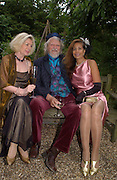 Iris Bond, the Marquess of Bath and Trudie Juggernaut-Sharma, Some Enchanted evening, in aid of the Galapagos conservation society.  Chelsea Physic Garden, 17 June 2004. ONE TIME USE ONLY - DO NOT ARCHIVE  © Copyright Photograph by Dafydd Jones 66 Stockwell Park Rd. London SW9 0DA Tel 020 7733 0108 www.dafjones.com