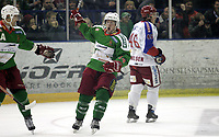 Ishockey<br /> GET-Ligaen<br /> 22.11.07<br /> Jordal Amfi<br /> Frisk Asker Tigers - Vålerenga VIF<br /> Cameron Abbott jubler for sin 1-1 scoring og blir gratulert av Sami-Ville Salomaa<br /> Foto - Kasper Wikestad