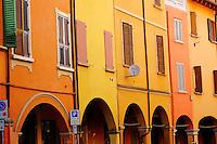 Italie, Emilie-Romagne, Bologne, arcades dans la vieille ville, Bologne compte plus de 37km d'arcade, via Mascarella // Italy, Emilia-Romagna, Bologna, Arcade on the old city, there is more then 37km of arcade in Bologna, via Mascarella