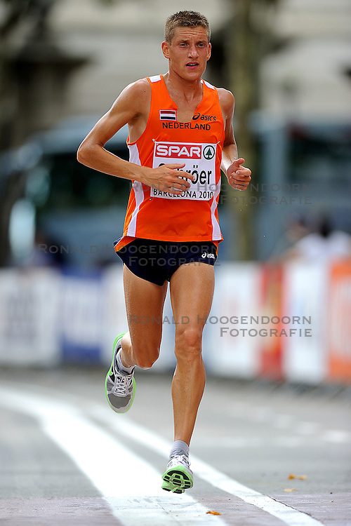 01-08-2010 ATLETIEK: EUROPEAN ATHLETICS CHAMPIONSHIPS: BARCELONA <br /> Ronald Schroer NED is 37th in the marathon. <br /> ©2010-WWW.FOTOHOOGENDOORN.NL