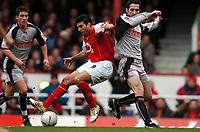 Fotball<br /> FA Cup tredje runde<br /> 09.01.2005<br /> Foto: Fotosports/Digitalsport<br /> NORWAY ONLY<br /> <br /> Arsenal v Stoke City<br /> <br /> Antonio Reyes Arsenal - Clive Clarke Stoke City
