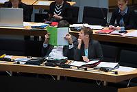 DEU, Deutschland, Germany, Berlin, 16.02.2017: Dirk Behrendt (Bündnis 90/Die Grünen) und Sozialsenatorin Elke Breitenbach (Die Linke) bei der 6. Plenarsitzung im Berliner Abgeordnetenhaus.