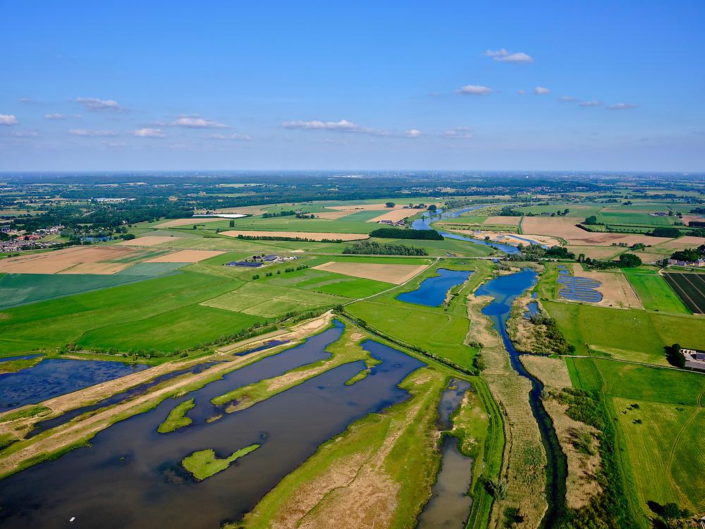 Nederland, Gelderland, Gemeente Zevenaar, 27-05-2020;  omgeving dorp Aerdt met in de Eendenpoelse Buitenpolder de Oude Rijn en Rijnstrang, op de grens met Duitsland (in de achtergrond). <br /> Near the village of Aerdt with the Oude Rijn and Rijnstrang, on the border with Germany (in the background).<br /> <br /> luchtfoto (toeslag op standard tarieven);<br /> aerial photo (additional fee required);<br /> copyright foto/photo Siebe Swart