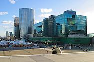 Il quartiere della Defense, centro finanziario della capitale francese. Parigi, Francia, Dicembre 2003 The district of La Defense, the financial center of the French capital.