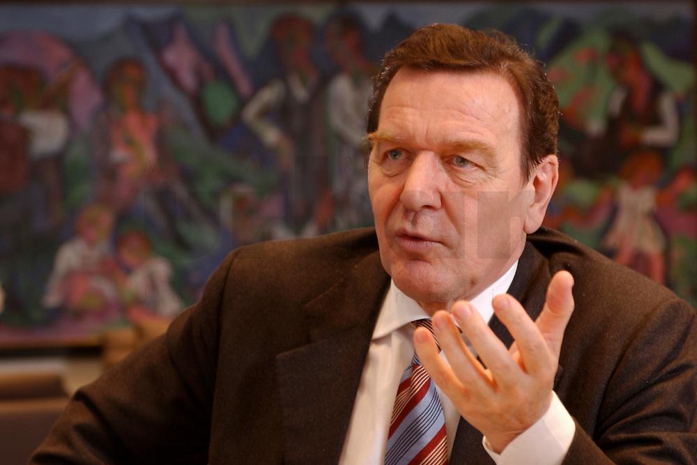 09 JAN 2002, BERLIN/GERMANY:<br /> Gerhard Schroeder, SPD, Bundeskanzler, waehrend einem Interiew, in seinem Buero, Bundeskanzleramt<br /> Gerhard Schroeder, SPD, Federal Chancellor of Germany, during an interview, in his office<br /> IMAGE: 20020109-02-021<br /> KEYWORDS: Gerhard Schröder