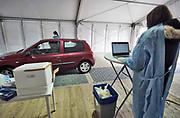 Nederland, Nijmegen, 14-10-2020  In Nijmegen kunnen medewerkers van bedrijven een coronatest laten doen waarvan ze de uitslag de volgende dag via de mail krijgen . Dit gaat sneller als via de GGD waar het een paar dagen duurt.Wel moet van tevoren een afspraak online gemaakt worden . De aanbieder is het bedrijf meditel, en is werkzaam op de particulieren markt met onder andere reisvaccinaties en medische keuring. Foto: Flip Franssen