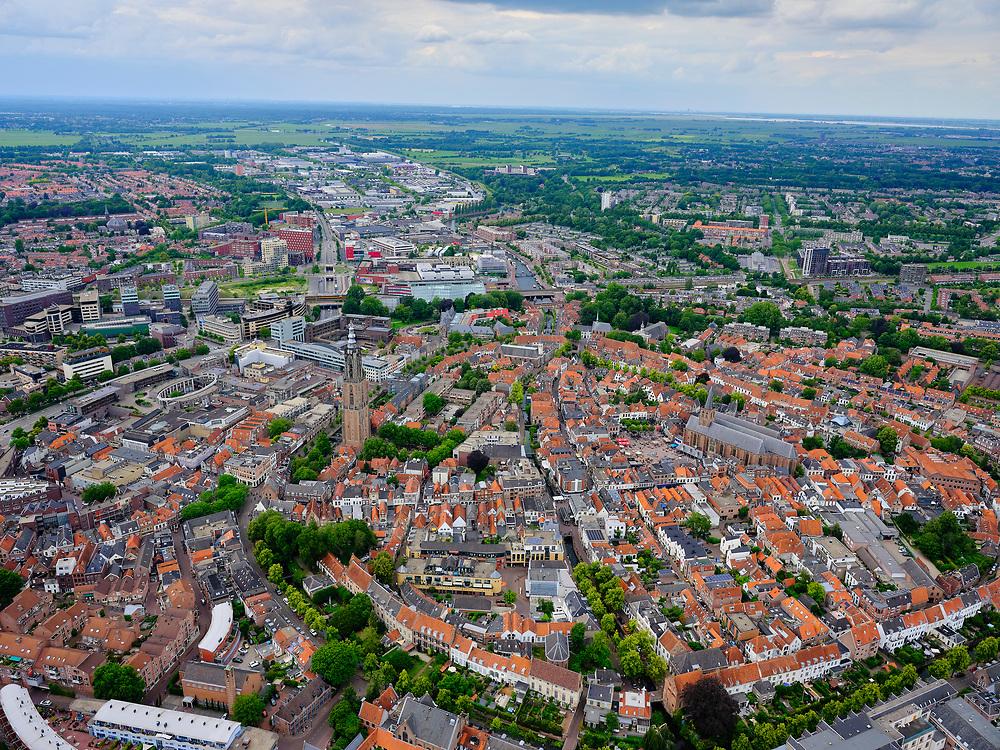 Nederland, Utrecht, Amersfoort, 21–06-2020; overzicht van binnenstad Amersfoort met Onze Lieve Vrouwentoren (bijnaam Lange Jan).<br /> Overview of city center Amersfoort with the city ring. Above the streets the Onze Lieve Vrouwe tower.<br /> luchtfoto (toeslag op standaard tarieven);<br /> aerial photo (additional fee required)<br /> copyright © 2020 foto/photo Siebe Swart
