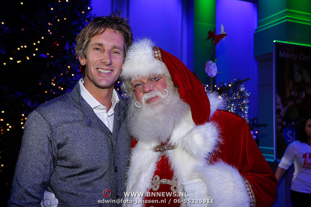 NLD/Hilversum/20121207 - Skyradio Christmas Tree, Edwin van der Sar met de kerstman