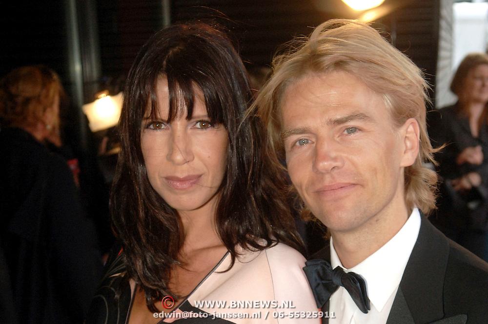 NLD/Rotterdam/20060522 - Uitreiking Musical Awards 2006, Isa Hoes en partner Anthonie Kamerling