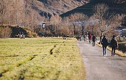THEMENBILD - Spaziergänger gehen auf einem Weg und Reiter auf einer Wiese, aufgenommen am 18. November 2020, Zell am See, Österreich // Walkers walking on a path and riders on a meadow on 2020/11/18, Zell am See, Austria. EXPA Pictures © 2020, PhotoCredit: EXPA/ Stefanie Oberhauser
