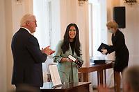 DEU, Deutschland, Germany, Berlin, 01.10.2020: Verleihung des Verdienstordens der Bundesrepublik Deutschland (Bundesverdienstkreuz) durch Bundespräsident Frank-Walter Steinmeier an Dr. Mai Thi Nguyen-Kim im Schloss Bellevue.