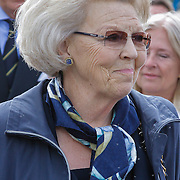 NLD/Loosdrecht/20120623 - Koningin Beatrix bezoekt vlootschouw nij het 100 jarig bestaan van watersportvereniging WNL  , Koningin Beatrix