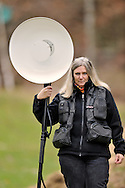 """Photographer Heidi Koch with beatuy dish reflector, on assignment for photoproject """"Creature's Coiffure"""";.Fotografin Heidi Koch mit Beauty Dish Reflector, Assignment für Fotoprojekt """"Die Frisur der Kreatur"""""""