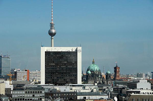 Duitsland, Berlijn, 22-8-2009De televisietoren op de Alexanderplatz. vanaf het rijksdag gebouw. Hij is gebouwd in de DDR tijd. Uitzicht over de stad, het centrum, met het Opel kantoor en de kathedraal.Foto: Flip Franssen/Hollandse Hoogte