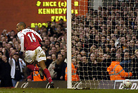 Fotball<br /> FA-cup 2005<br /> Arsenal v Wolves<br /> 29. januar 2005<br /> Foto: Digitalsport<br /> NORWAY ONLY<br /> Arsenal's Thierry Henry races away in celebration after thinking he has scored, only for referee Mike Riley to rule it was not allowed.