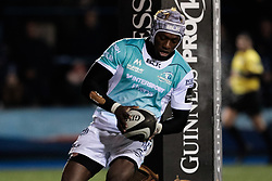 Connacht's Niyi Adeolokun scores his sides first try<br /> <br /> Photographer Simon King/Replay Images<br /> <br /> Guinness Pro14 Round 9 - Cardiff Blues v Connacht Rugby - Friday 24th November 2017 - Cardiff Arms Park - Cardiff<br /> <br /> World Copyright © 2017 Replay Images. All rights reserved. info@replayimages.co.uk - www.replayimages.co.uk