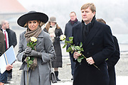Werkbezoek van Zijne Majesteit de Koning, vergezeld door Hare Majesteit Koningin Maxima aan de Duitse deelstaten Thüringen, Saksen en Saksen-Anhalt<br /> <br /> Working visit of His Majesty the King, accompanied by Her Majesty Queen Maxima in the German states of Thuringia, Saxony and Saxony-Anhalt<br /> <br /> op de foto / On the Photo:  Bezoek aan concentratiekamp Buchenwald / Visit to Buchenwald concentration camp