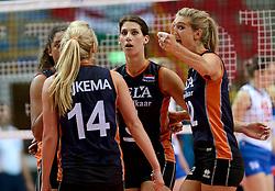 01-10-2014 ITA: World Championship Volleyball Servie - Nederland, Verona<br /> Nederland verliest met 3-0 van Servie en is kansloos voor plaatsing final 6 / Robin de Kruijf, Manon Flier