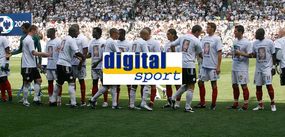Photo: Steve Bond. <br />Derby County v Portsmouth. Barclays Premiership. 11/08/2007. The teams shake hands before kick off