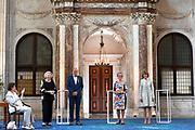 AMSTERDAM, 04-06-2021, Paleis op de Dam<br /> <br /> Prinses Beatrix der Nederlanden reikt in het Koninklijk Paleis Amsterdam de Zilveren Anjers van het Prins Bernhard Cultuurfonds uit. Zowel de laureaten van 2021 als die van 2020 ontvangen hun Zilveren Anjer. Vanwege de uitbraak van het coronavirus kon de uitreiking van de Zilveren Anjers vorig jaar geen doorgang vinden. <br /> FOTO: Brunopress/Patrick van Emst<br /> <br /> De Zilveren Anjers van 2021 zijn toegekend aan Barend van Benthem, Janine en Joop van den Ende en Johan Veenstra. <br /> <br /> Princess Beatrix of the Netherlands presents the Silver Carnations of the Prince Bernhard Cultuurfonds at the Royal Palace in Amsterdam. Both the 2021 and 2020 laureates will receive their Silver Carnation. Due to the outbreak of the corona virus, the presentation of the Silver Carnations could not take place last year.