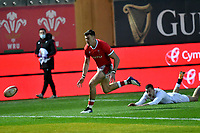 i<br /> Rugby Union - 2020 Autumn Nations Cup - Group A - Wales vs England  - Parc y Scarlets<br /> <br /> Johnny Williams of Wales races clear of england defence to score<br /> in a stadium without fans because of the pandemic crisis<br /> <br /> COLORSPORT/WINSTON BYNORTH