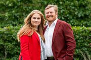 Zomerfotosessie 2021 bij Paleis Huis ten Bosch in Den Haag<br /> <br /> Summer photo session 2021 at Palace Huis ten Bosch in The Hague<br /> <br /> Op de foto / On the photo:  Koning Willem-Alexander en prinses Amalia<br /> <br /> King William Alexander and  Princess Amalia