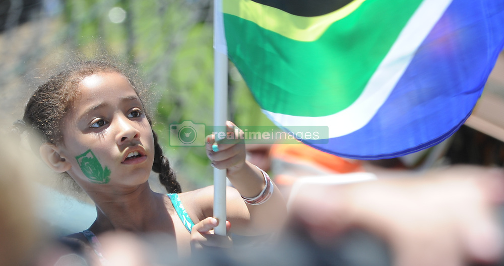 Pretoria 26-12-18. The 1st of three 5 day cricket Tests, South Africa vs Pakistan at SuperSport Park, Centurion. Day 1. Jeanli Theys(6) from Primrose, Johannesburg waves a South African flag. Picture: Karen Sandison/African News Agency(ANA)