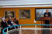 """Opening tentoonstelling """"Pluk het seizoen! De Vier jaargetijden in bloei"""" van Janneke Brinkman-Salentijn in het Anton Pieckmuseum in Hattem. <br /> <br /> Op de foto: Janneke Brinkman-Salentijn, Jan Terlouw en Elco Brinkman"""