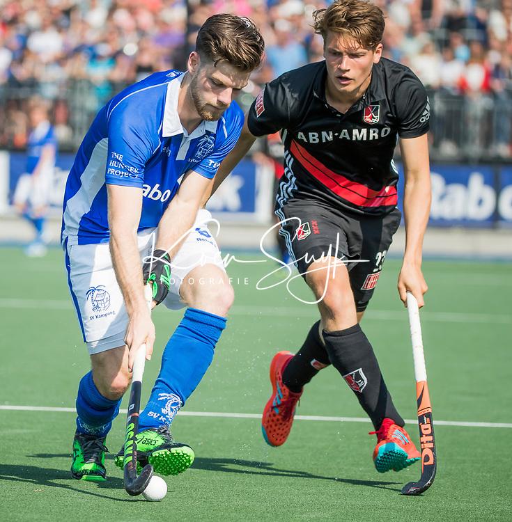 UTRECHT -  Roderic Schwirtz (A'dam) met links Lars Balk (Kampong)    tijdens   de finale van de play-offs om de landtitel tussen de heren van Kampong en Amsterdam (3-1). Kampong kampioen van Nederland. COPYRIGHT  KOEN SUYK