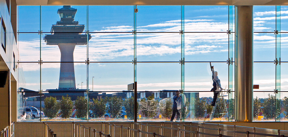 Window washer at Washington Dulles International Airport.  <br /> <br /> Created by aviation photographer John Slemp of Aerographs Aviation Photography. Clients include Goodyear Aviation Tires, Phillips 66 Aviation Fuels, Smithsonian Air & Space magazine, and The Lindbergh Foundation.  Specialising in high end commercial aviation photography and the supply of aviation stock photography for advertising, corporate, and editorial use.