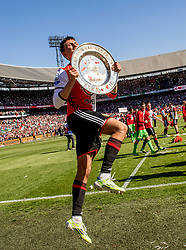 14-05-2017 NED: Kampioenswedstrijd Feyenoord - Heracles Almelo, Rotterdam<br /> In een uitverkochte Kuip speelt Feyenoord om het landskampioenschap / Spelers van Feyenoord vieren het kampioenschap. Steven Berghuis #19