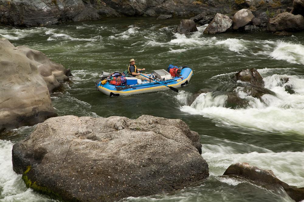 United States, Oregon, man rowing raft Blossom Bar rapid of Rogue River