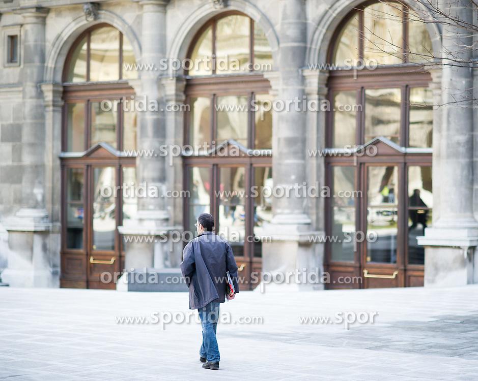THEMENBILD - Innenhof 650-Jahre- Jubiläum der Universität Wien. Die Universität Wien ist eine der größten Universitäten Mitteleuropas und wurde 1365 gegründet. Aufgenommen am 09.03.2015 in Wien, Österreich // inner courtyard. 650 Years of the University of Vienna Anniversary. The University of Vienna is a public university and the largest in Austria and was founded by Duke Rudolph IV in 1365. Austria on 2015/03/09. EXPA Pictures © 2015, PhotoCredit: EXPA/ Michael Gruber